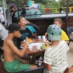 A alimentação do acampamento era da melhor qualidade. Toda a renda alimentar é arrecadada por igrejas que apoiaram esse projeto e que tem a visão coligada ao Reino de Deus, onde o princípio é providenciar o melhor para o próximo.