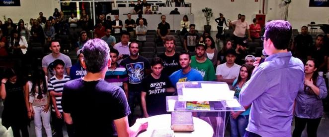 Pregação na Igreja Batista Memorial de Alphaville. - Foto Allison De Carvalho.